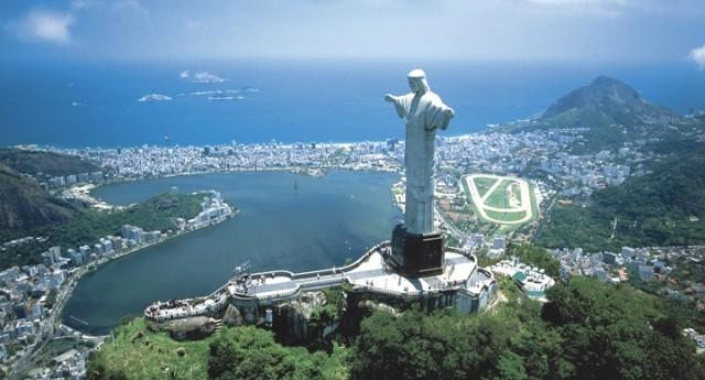 Dólares, reales o tarjeta, ¿qué conviene llevar a Brasil?